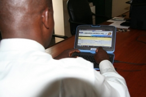 PHOTO: A man uses the Mobile VRS website to register children at a hospital in central Uganda.  ©UNICEF/Uganda/2013