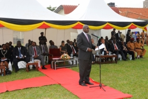 The Chief justice addressing the public at Jinja High Court on June 10, 2015 (PHOTO: JLOS)